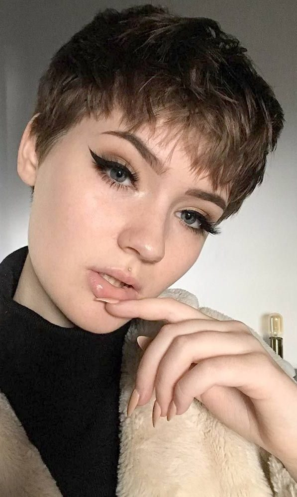 28 super cute looks with pixie haircuts for round faces