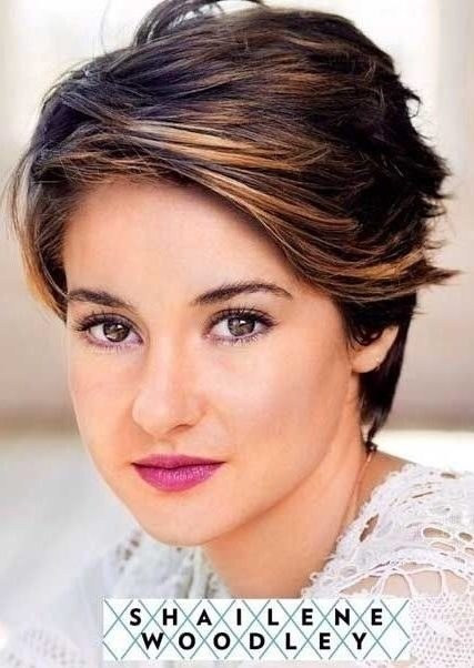 Cute Haircuts For Women With Thick Hair 56
